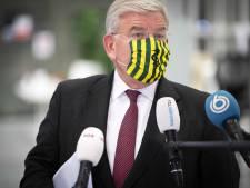 Coronaregels lastig te handhaven, zegt burgemeester Van Zanen: 'Burgers moeten elkaar er op aanspreken'