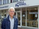 Herman Pinkse bij Wereldwinkel Boskoop. ,,We zien dat fairtrade steeds meer gemeengoed wordt. Je hoeft er niet voor naar de wereldwinkel.''