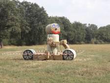 LTO verfraait buitengebied Losser met steppende pop van strobalen