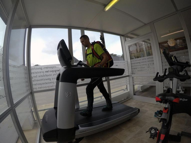 Stef Wolput traint enkele keren per week in een hoogtekamer.