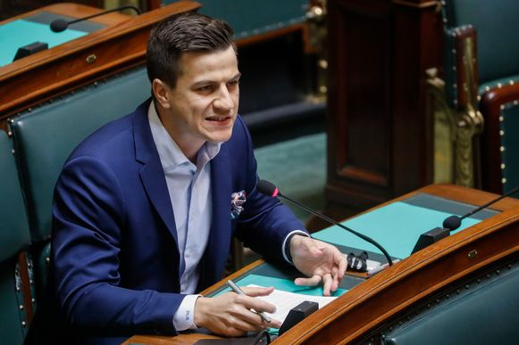 Dries Van Langenhove in het parlement.