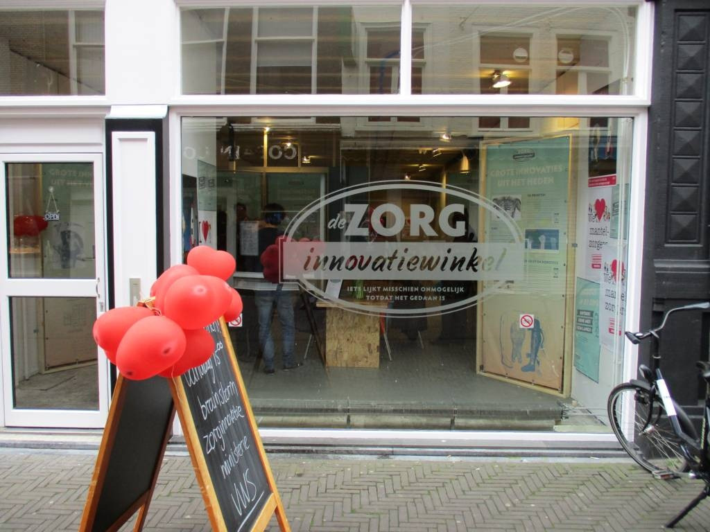 De zorginnovatiewinkel bevindt zich op een steenworp afstand van de Tweede Kamer in Den Haag.