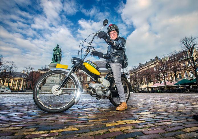 De laatste Kauwe Klauwe tocht in Den HaagOlga Kat van de organisatie op haar Puch op het Plein.(Den Haag 24-01-19) Foto:Frank Jansen