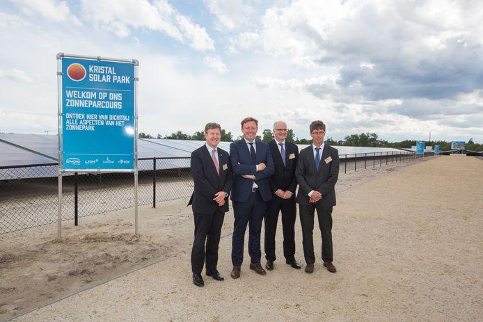 Kristal Solarpark in Lommel  vlnrTom Vanham CEO , Burgemeester van Lommel Bob Nijs, Philippe Van Troeye ceo van Engie, van LRM en Guido Janssen Nyrstar