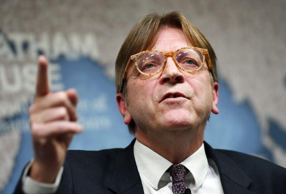 Het terugtrekkingsakkoord moet goedgekeurd worden door een gekwalificeerde meerderheid van lidstaten, met instemming van het Europees Parlement. Het maakt dat ook het Europese halfrond en zijn hoofdonderhandelaar Guy Verhofstadt gedurende het hele proces betrokken zullen zijn bij de onderhandelingen.