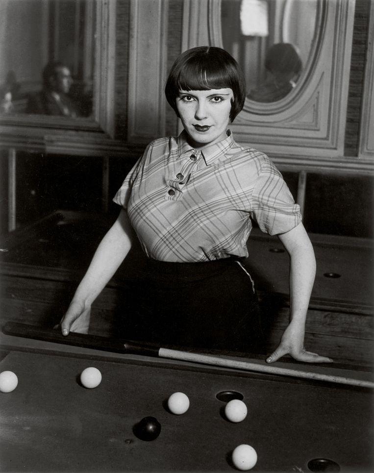Billiard Player, boulevard Rochechouart, 1932-1933 © Estate Brassaï Succession Beeld Brassaï