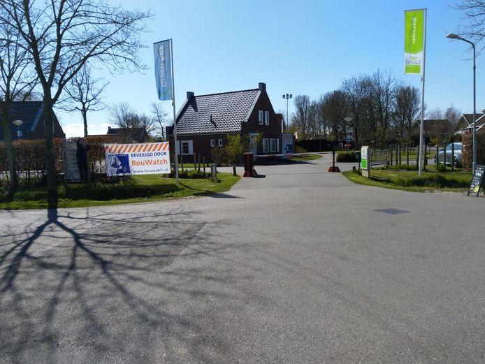 Het verlaten Resort Haamstede wordt extra beveiligd tegen inbrekers.