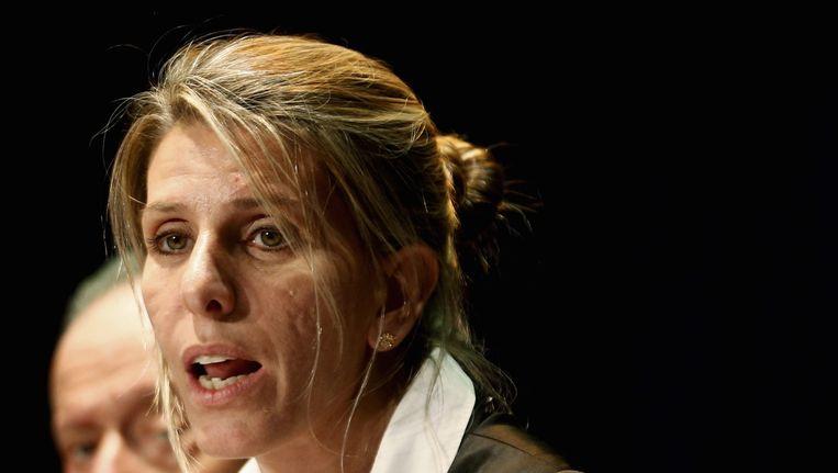 De ex-vrouw van Nisman, Sandra Arroya Salgado, maakt de resultaten van het onafhankelijk onderzoek bekend. Beeld reuters