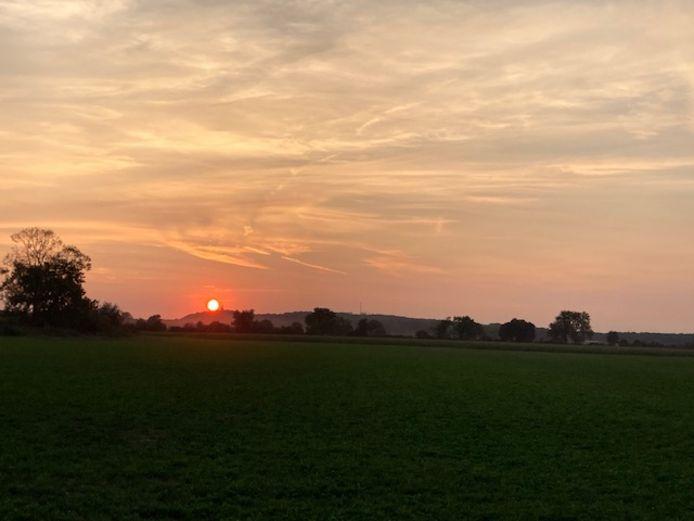 'Foto gemaakt 14 september rond kwart voor acht met zicht op Hoog Elten', schrijft Ludo Roes.