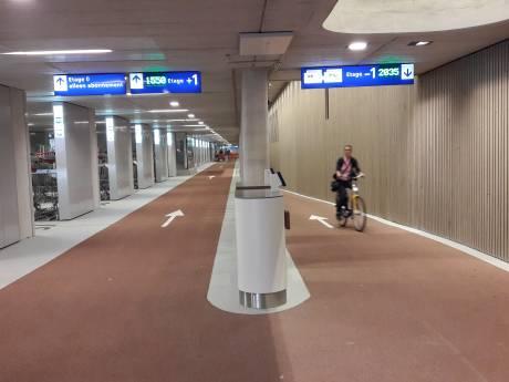 De grootste fietsenstalling ter wereld is nu officieel open