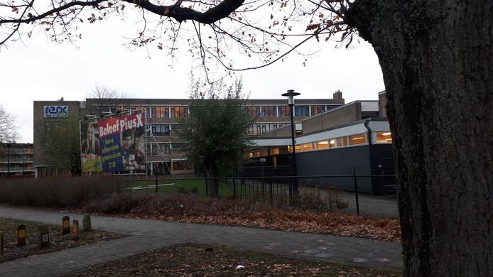 Het schoolgebouw van het Pius X College.