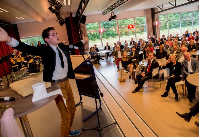 Leerling en toneelspeler Jelt Pekaar met zijn openingsact van de Campus Cultura in 2013.