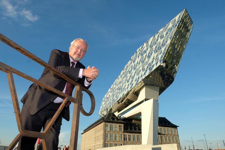 Marc Van Peel aan het nieuwe Havenhuis dat mee onder zijn bewind werd gebouwd.