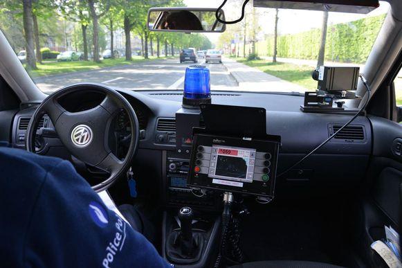 De politie stelt zich op langs Pontfort, de Nieuwstraat en de Molsebaan.