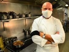 """Brassard noir au bras, Philippe Etchebest se mobilise: """"Une fermeture supplémentaire, ce serait nous achever"""""""