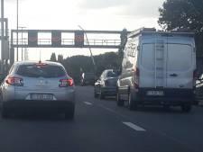 Defect voertuig op E40 verstoort verkeer richting Brugge: voetbalfans moeten aanschuiven