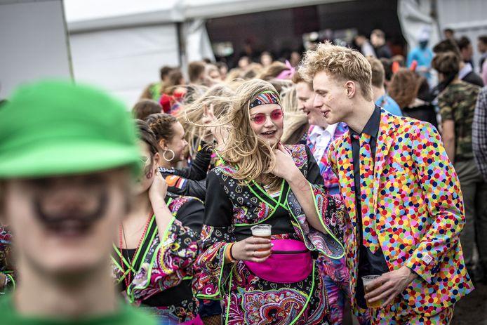 De jaarlijkse Mega Party na de carnavalsoptocht in Albergen.