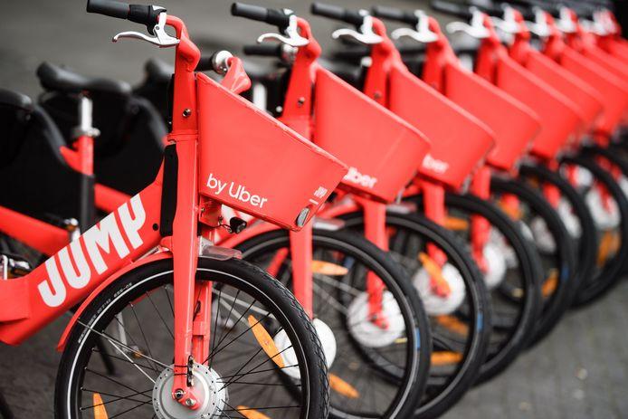 Uber heeft in Rotterdam net de elektrische fiets Jump geïntroduceerd. De opvallende, snelle fietsen zijn te duur voor mensen met een laag inkomen.