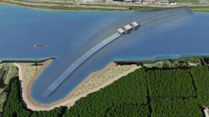 Tunnelelementen Scheldetunnel in Zeebrugge gebouwd en drijvend naar Antwerpen gesleept