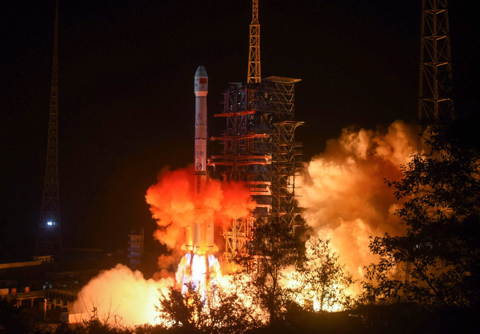 De lancering van de raket die de Chinese lander in de atmosfeer schoot.