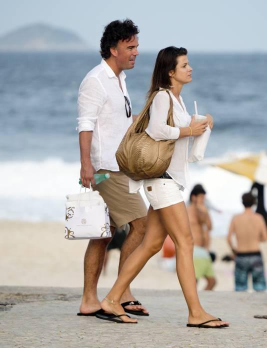 Camiel Eurlings in Brazilië op het strand met zijn toenmalige vriendin, topmodel Wendy Dubbeld