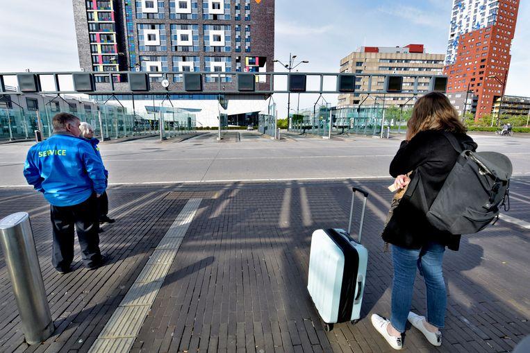 Een lege busterminal als gevolg van een staking van de streekbussen. Foto: HH / Flip Franssen. Beeld -