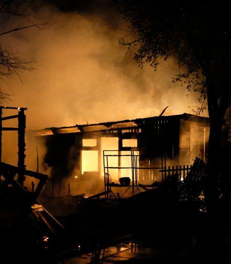 Twee tuinhuisjes uitgebrand in Schiedam