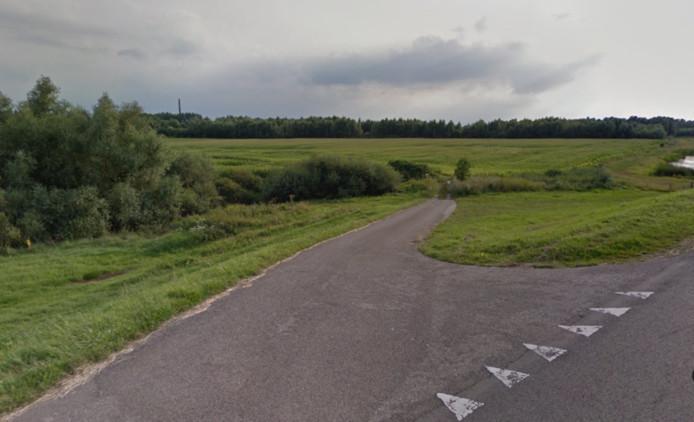 De Waaldijk ter hoogte van de  Ambachtstraat in Haalderen.
