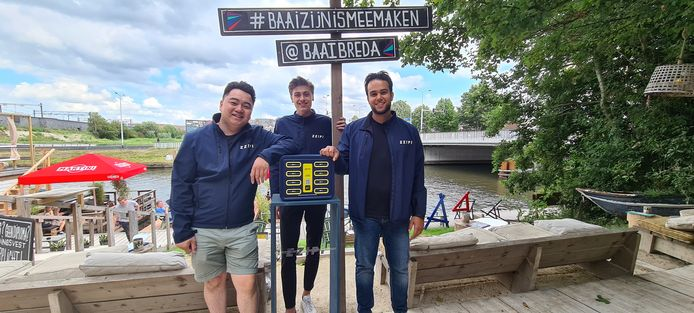 Dhonny Wu, Chris van Heijzen en Sandra Parsowa bij een ZZiPi-station bij café BAAI in Breda.