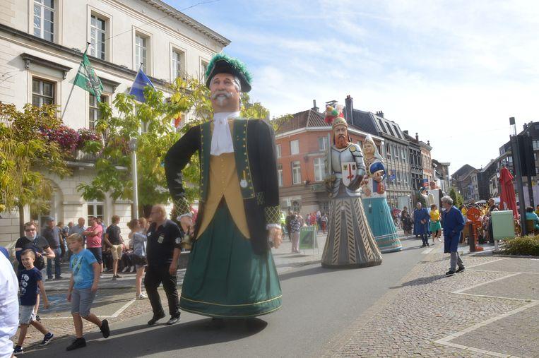 De reuzenoptocht met reus Hansken Den Belleman uit Ninove op kop.