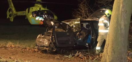 Bestuurder gewond na heftig ongeluk bij Nijkerk