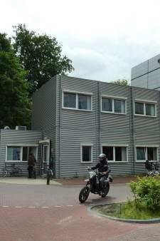Amersfoortse daklozen worden gecheckt voor ze naar binnen mogen bij opvang, coronapatiënten moeten naar Hilversum
