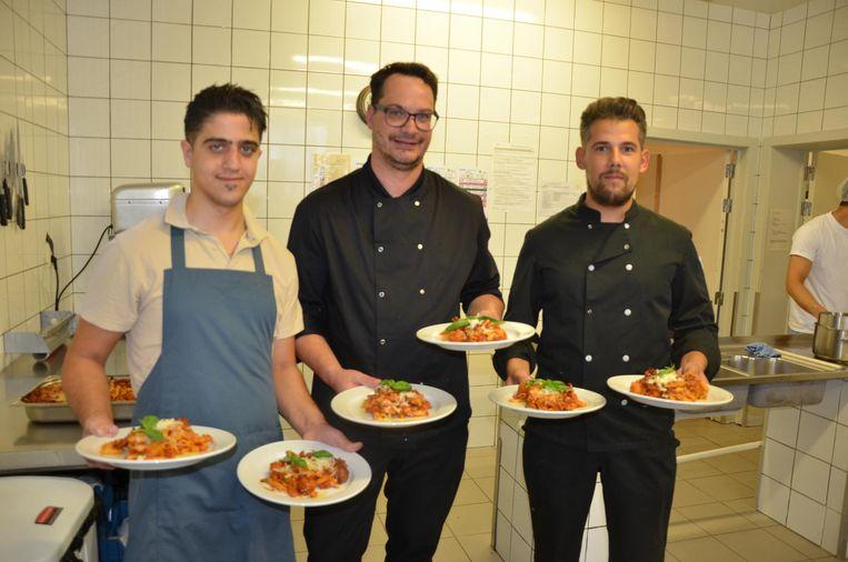 Het keukenteam van De Variant bereidde een vegetarische gehaktbalschotel.