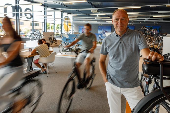 Bert Jonkeren van Amslod uit Meppel noemt het 'kinderachtig' dat zijn collega's van Stella Fietsen uit Nunspeet hem voor de rechter dagen naar aanleiding van een inruilactie.