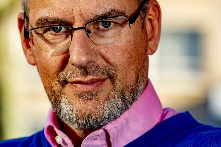 Arnoud Van Doorn was vroeger lid van de anti-islampartij van Geert Wilders. Na zijn bekering werd hij voorman van de islamitische Partij van de Eenheid.
