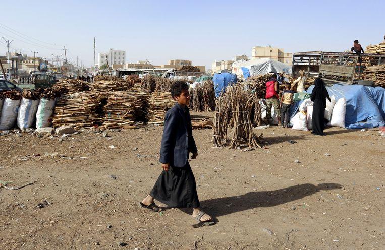 Stapels brandvuur op een markt in Sanaa in Jemen op 18 september 2019.  Beeld EPA