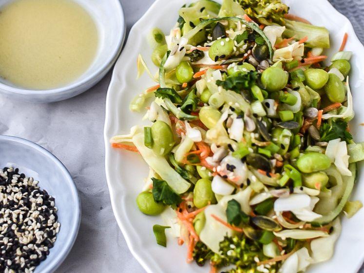 Wat Eten We Vandaag: Groene salade met spitskool en sesamdressing