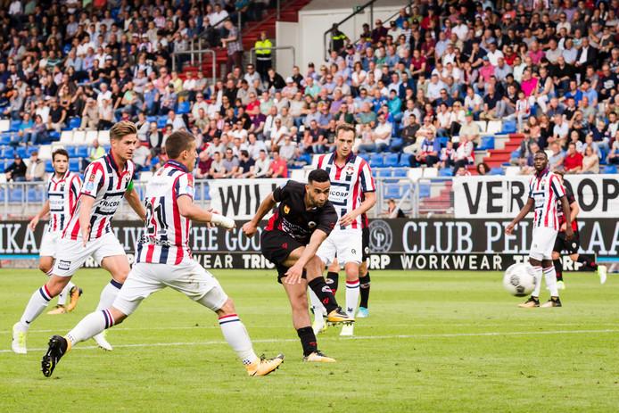 Zakaria El Azzouzi scoort namens Excelsior op bezoek bij Willem II in het seizoen 2017/2018.