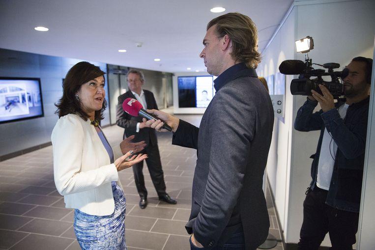 Van Miltenburg geïnterviewd door Rutger Castricum van PowNed over de nieuwe mediaregels in de Kamer, in september 2014 Beeld Arie Kievit