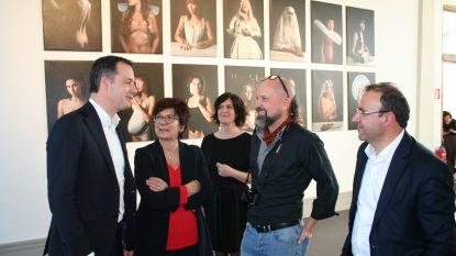 Vicepremier Alexander De Croo bezoekt expo Filip Naudts