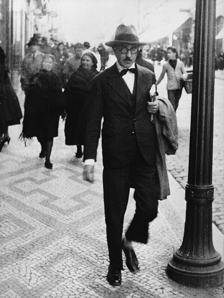 Dichter: Fernando Pessoa. 'Hij had zichzelf in nog vier dichters verdeeld die hij soms over elkaar liet schrijven.' Beeld null