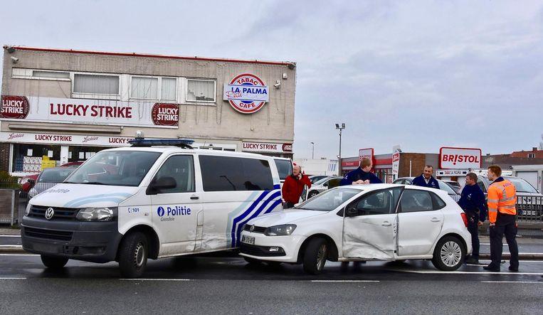 De combi en de Volkswagen raakten beschadigd.