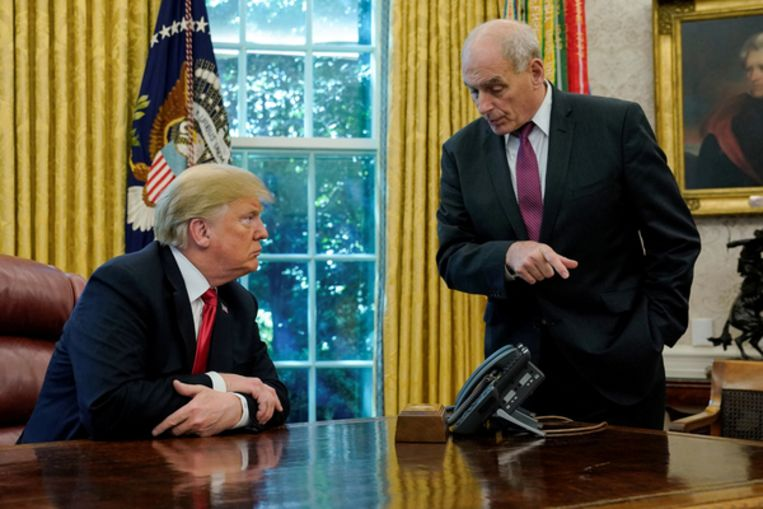 John Kelly in gesprek met Amerikaans president Trump in de Oval Office van het Witte Huis.