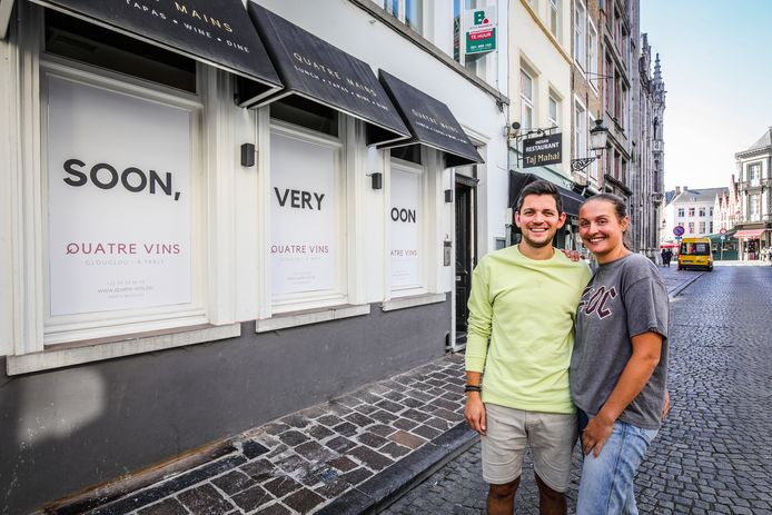 Olvier Dekoninck en Maxinne Lingier openden Quatre Vins in Brugge.