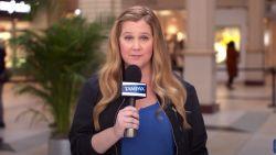 """Actrice Amy Schumer doorprikt mythes over tampons: """"Velen weten niet hoe je ze moet gebruiken. Het is een beetje trial-and-error"""""""
