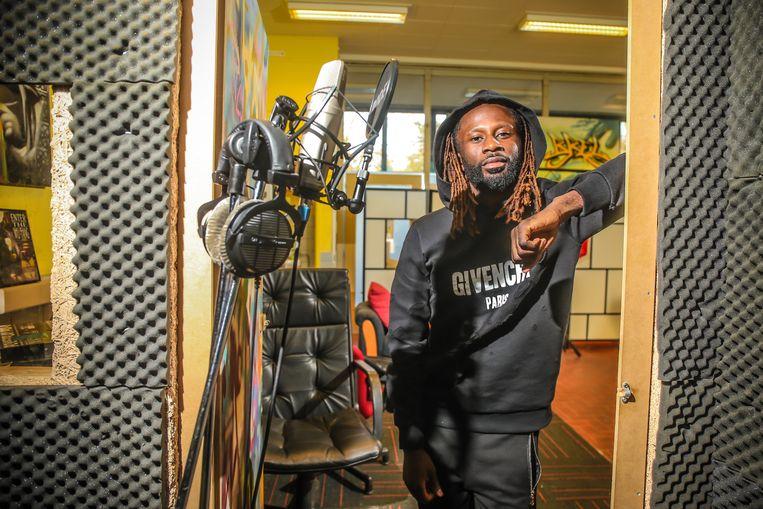 Dieumerci Ndongala, hier in de muziekstudio, heeft met 'Ndongalife' een eigen platenfirma.