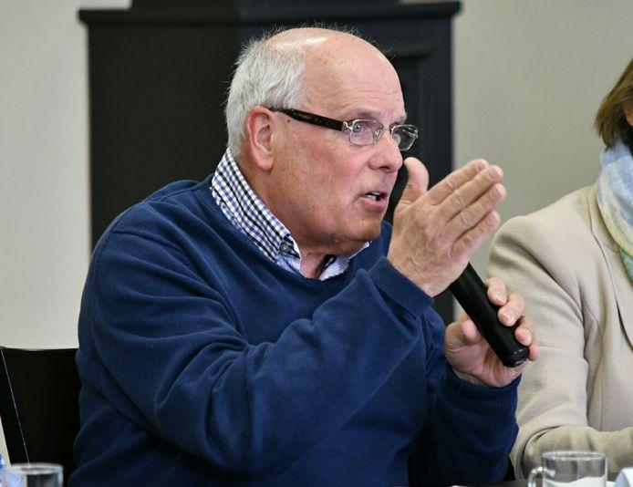Cees van Hoof van Gemeenschapslijst aan het woord tijdens de bijeenkomst in Diessen.