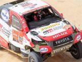 Fernando Alonso slaat over de kop in ingekorte etappe Dakar Rally