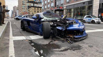 Peperdure zeldzame sportwagen laat spoor van vernieling achter in New York