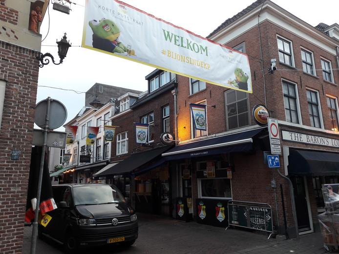 De Korte Putstraat was donderdag afgesloten tijdens Roet Korte Put.